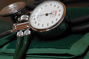 8 main symptoms of high blood pressure in women and men