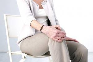 Женский пол наиболее подвержен артриту коленного сустава, особенно в период менопаузы