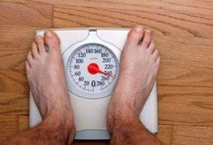 Другая цель правильного питания при остеохондрозе – устранить лишний вес