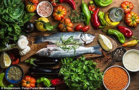 Eating more fish, vegetables, grains and oils - as people traditionally do in Mediterranean and Scandinavian countries - can have many benefits including better heart and brainhealth