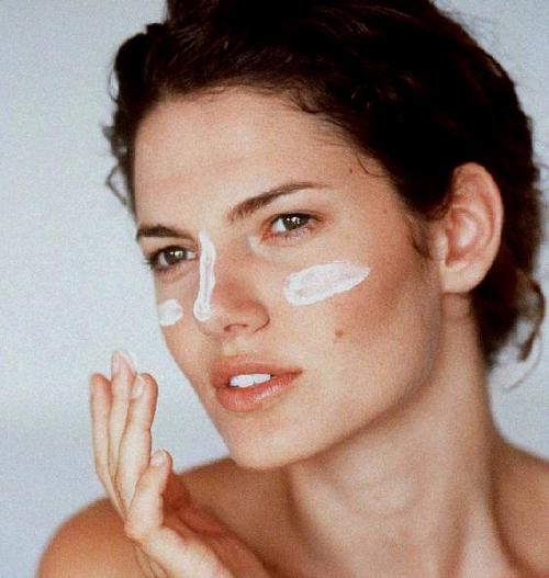 """Here's how to tell if your acne is the result of temporary """"skin purging,"""""""