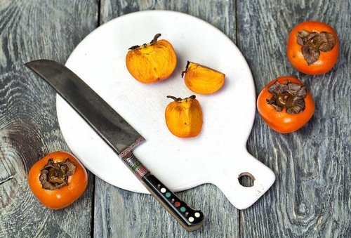 Who should not eat persimmons?