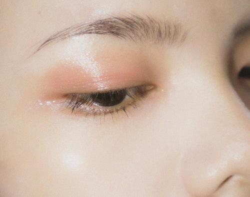 Blepharoplasty allows you to get rid of sagging eyelids and bags under the eyes.
